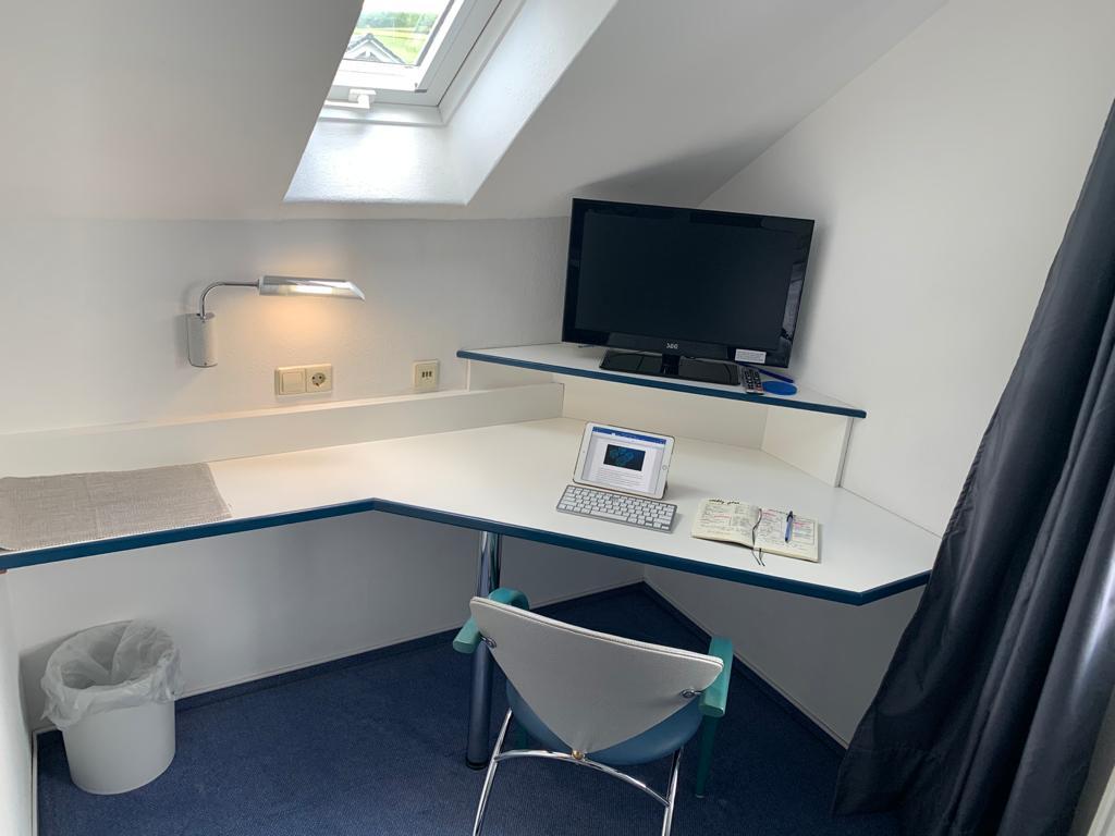 Zimmer Schreibtisch 5